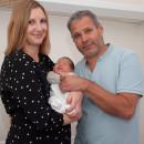 Aurora Jacobi (500. Baby des Jahres 2020 in Ehingen) mit ihren Eltern